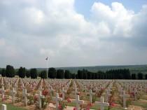 1200px-Cemetery_Verdun_1