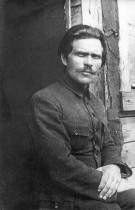 1921._Нестор_Махно_в_лагере_для_перемещенных_лиц_в_Румынии