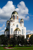 600px-Yekaterinburg_cathedral_on_the_blood_2007